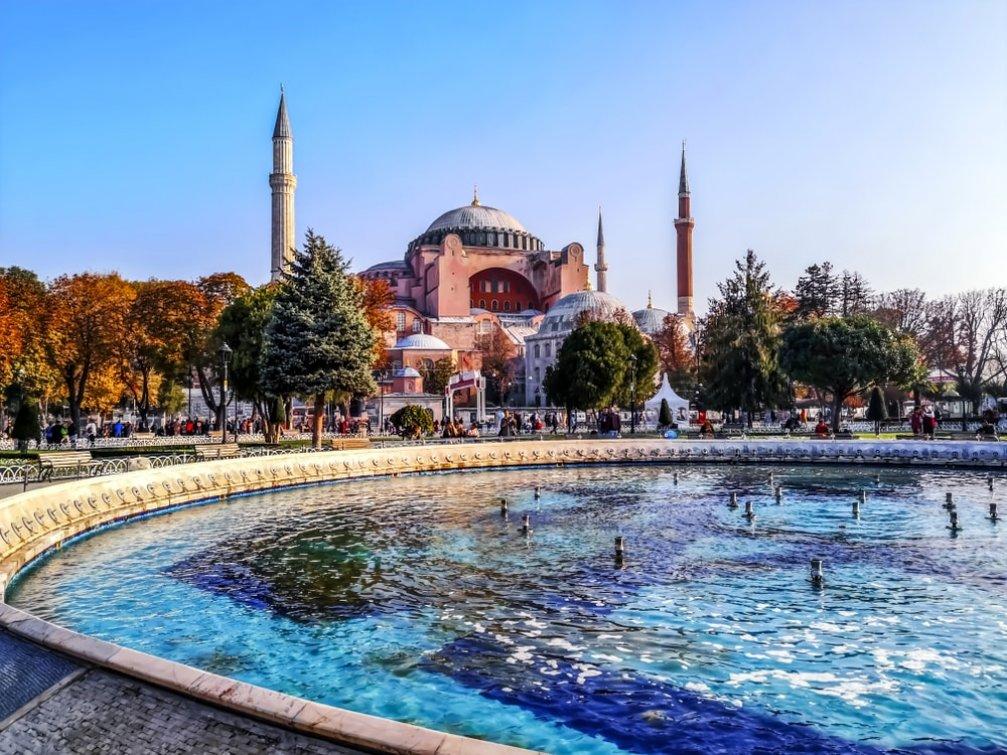 Tarihi Sultanahmet Meydanı ve Çevresinde Görmeniz Gereken 15 Yer