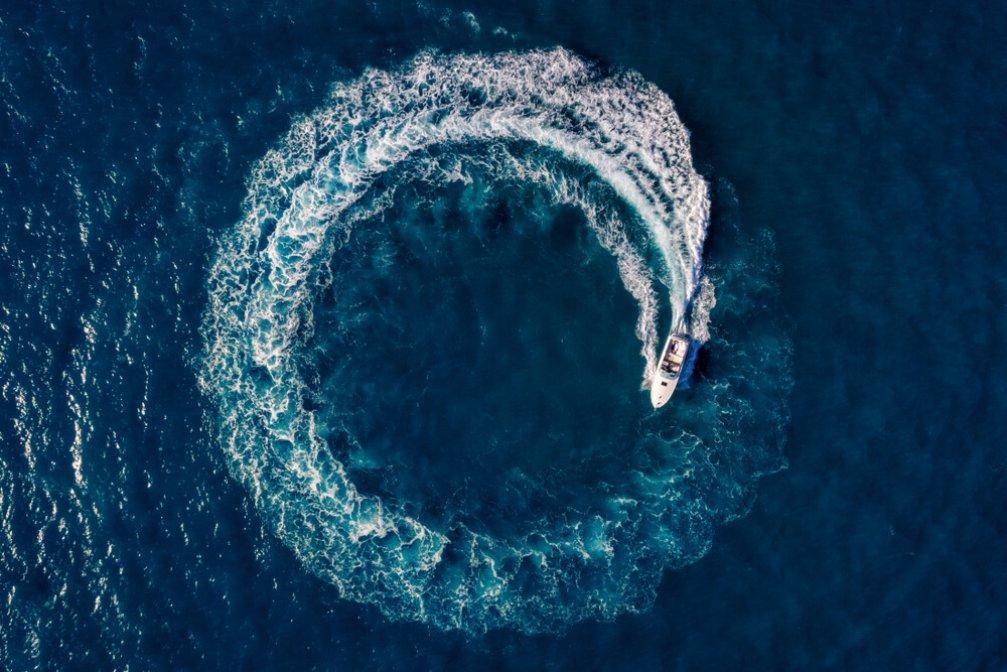 Tekne Kiralama Süreci: Yelkenli ile Motoryat Arasındaki 5 Fark