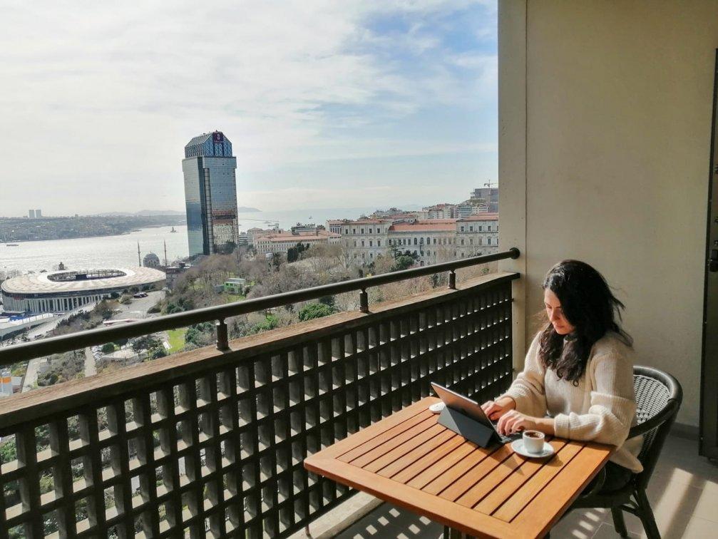 Otel Konforu ve Tatil Keyfi İş Hayatıyla Birleşti: Hilton İstanbul Bosphorus ile Hotel-Office Deneyimi