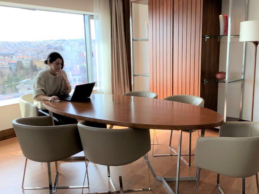 Otel Konforu ve Tatil Keyfi İş Hayatıyla Birleşti: Conrad İstanbul Bosphorus ile Hotel-Office Deneyimi